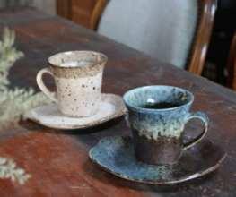 ラフな形のカップ&ソーサー