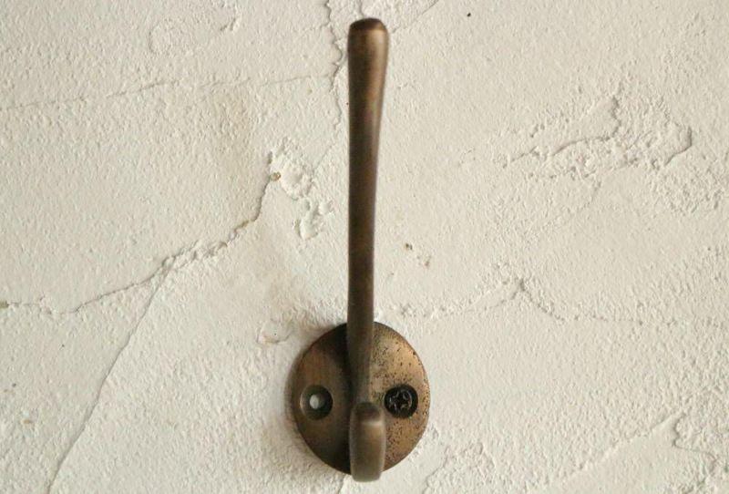 シンプルな真鍮製フック