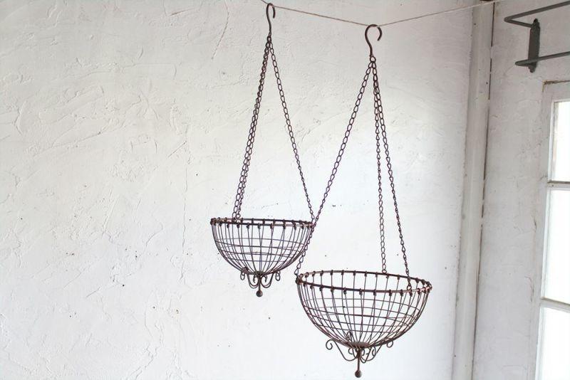 シンプルなアンティーク調吊るしバスケット