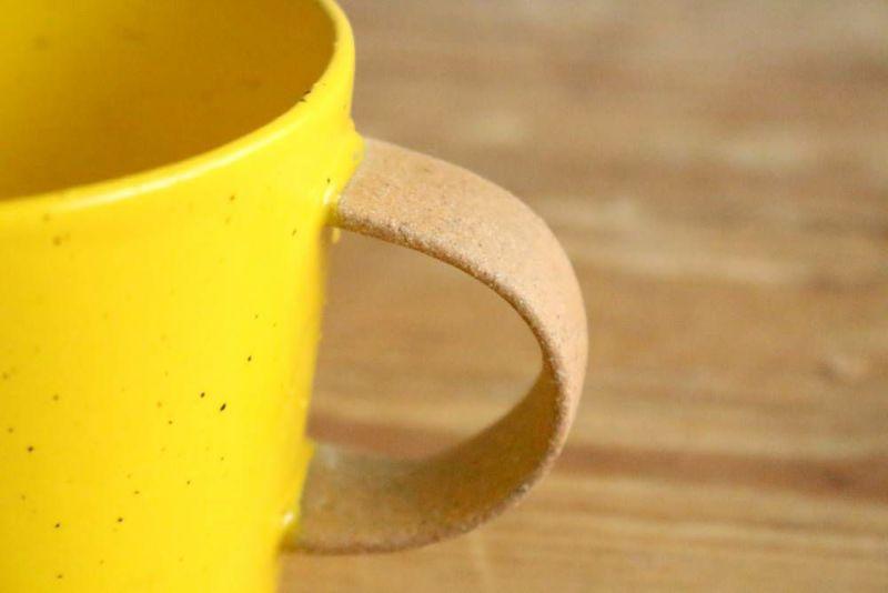 美濃焼きのマグカップ黄色取っ手
