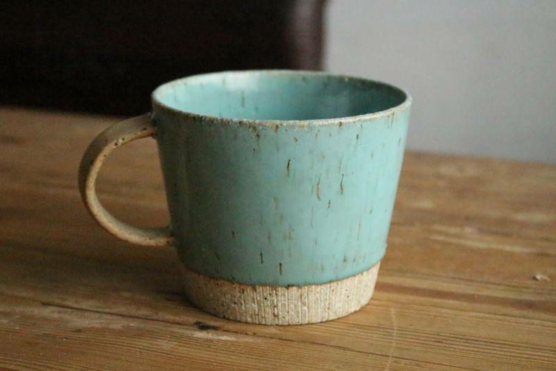 大きめの美濃焼きのマグカップ青