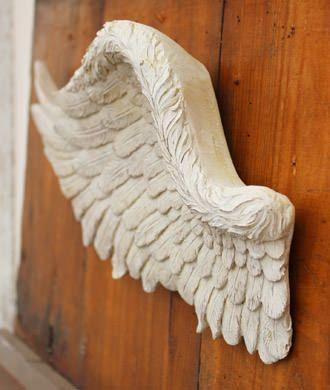 翼をモチーフにした壁に飾れるオブジェ