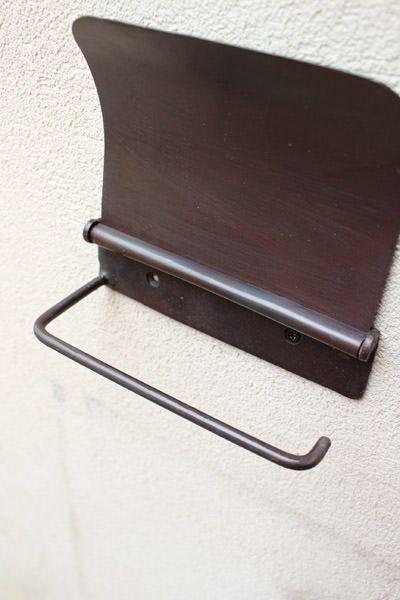 素朴な鉄のトイレットペーパーホルダー(カバー付き)
