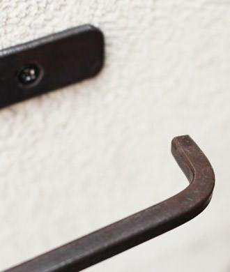 素朴な鉄のトイレットペーパーホルダー(シンプル)