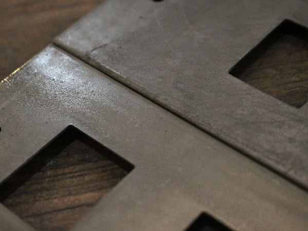 素朴な鉄のスイッチプレート・ハングバー付き(1口)