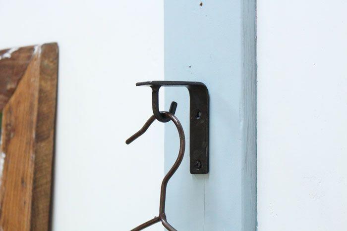 素朴な鉄のブラケットフック
