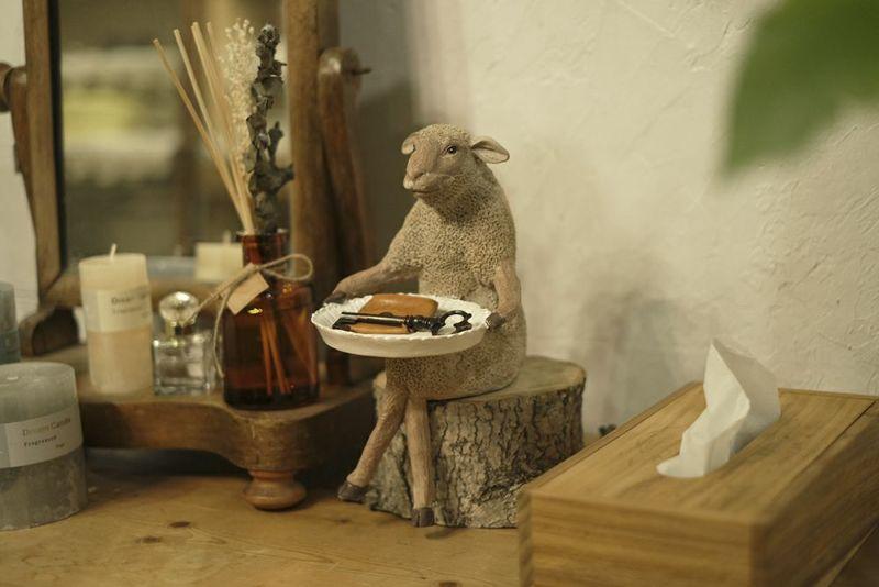 羊モチーフのメルヘンな置き物