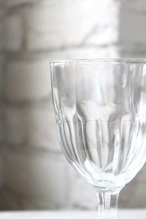 クラシカルなデザインのワイングラス