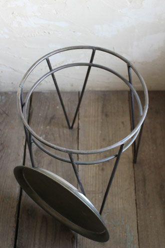 屋内でも屋外でも使えるサイドテーブル
