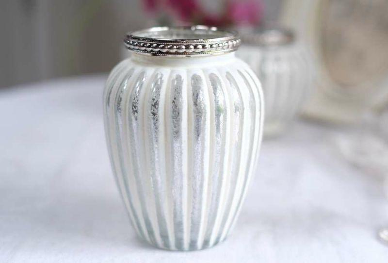 インテリア雑貨としても素敵な小さな花瓶