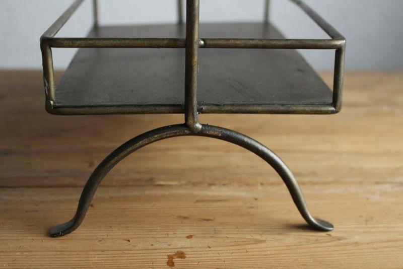 小鳥のシェルフ鉄の脚