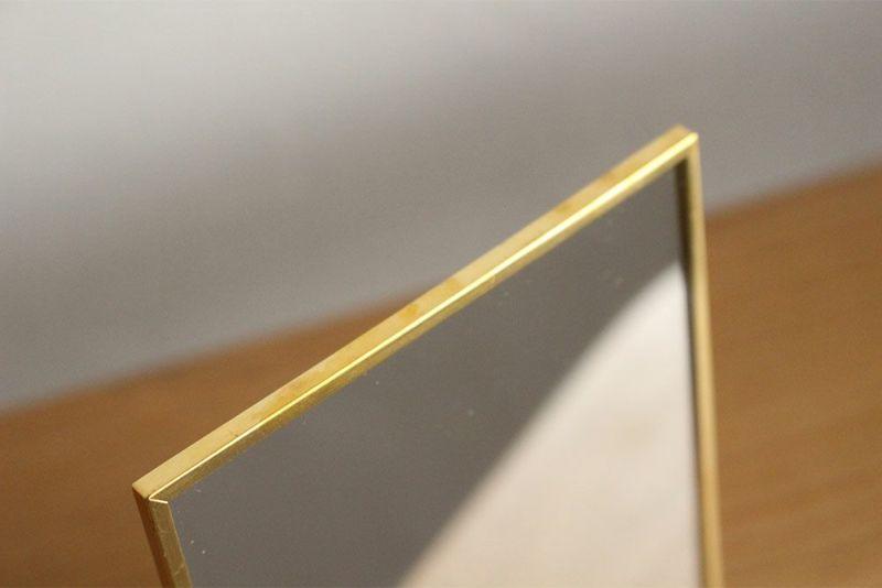 真鍮フレームのデスクミラー