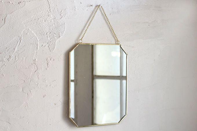 シンプルな四角い壁掛け鏡
