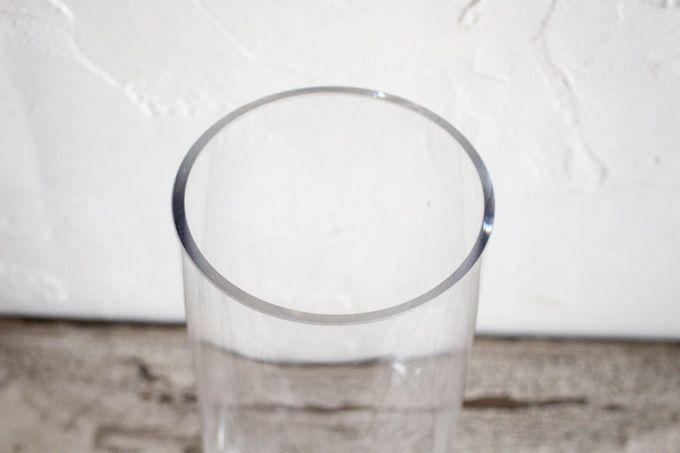 シンプルな円柱形のガラスシリンダーベース