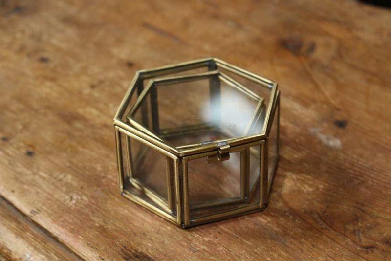 六角形のガラスケース