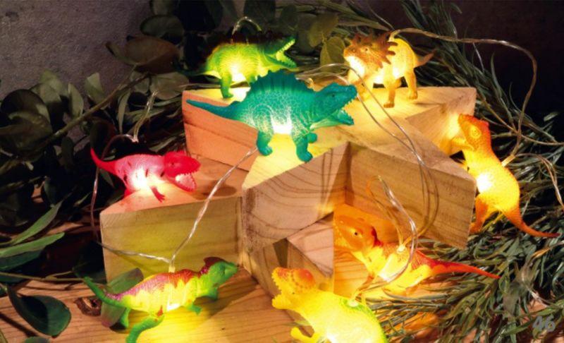点灯した恐竜のランプ