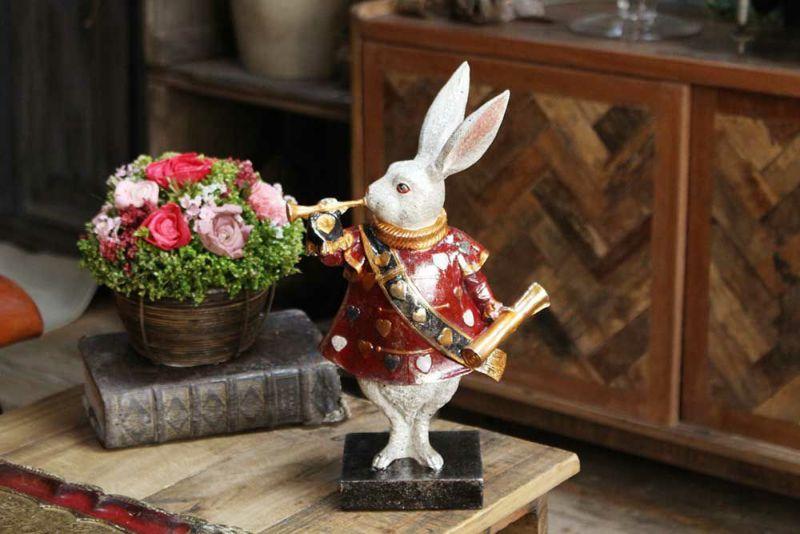 存在感のあるウサギのオブジェ
