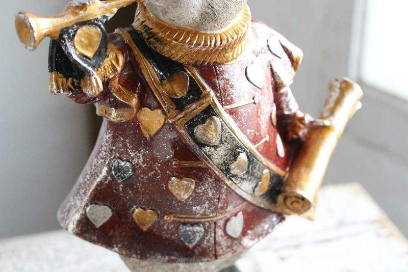 ナポレオンジャケットを着たラビット