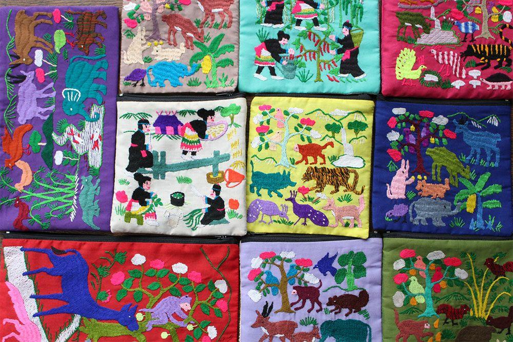 ラオス手刺繍ポーチ(森の動物・森の暮らし)Sサイズ