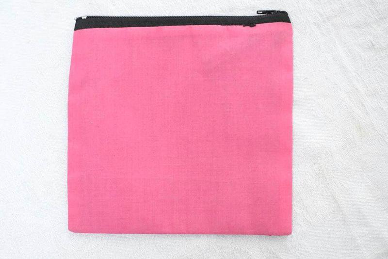 手作りの布製ポーチ