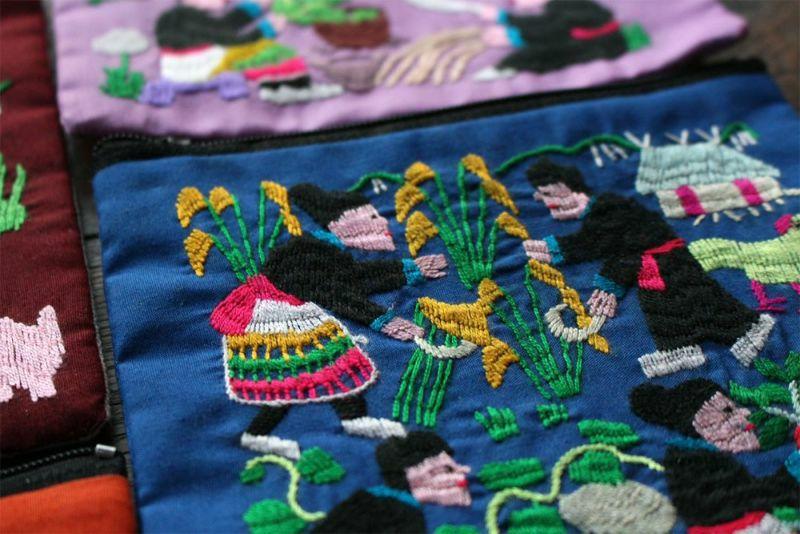 モン族手刺繍ポーチ緑