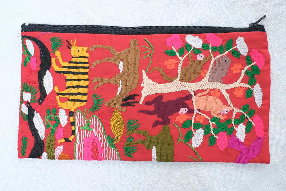 ラオス手刺繍ポーチ(森の動物・森の暮らし)Lサイズ