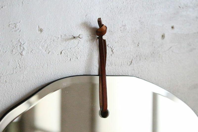 革ひもで吊るす壁掛けミラー