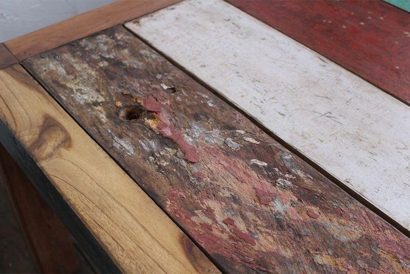 味わいのある古いチークのコーヒーテーブル