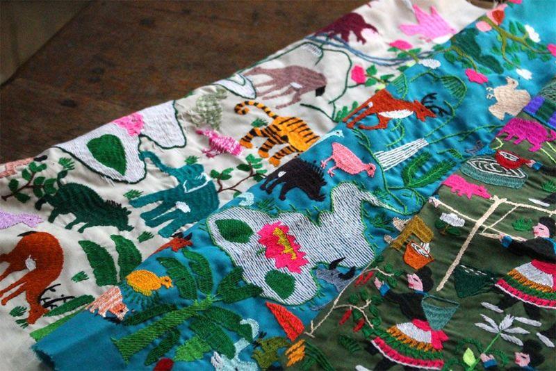 ラオス手刺繍クロス(森の動物・森の暮らし)Lサイズ