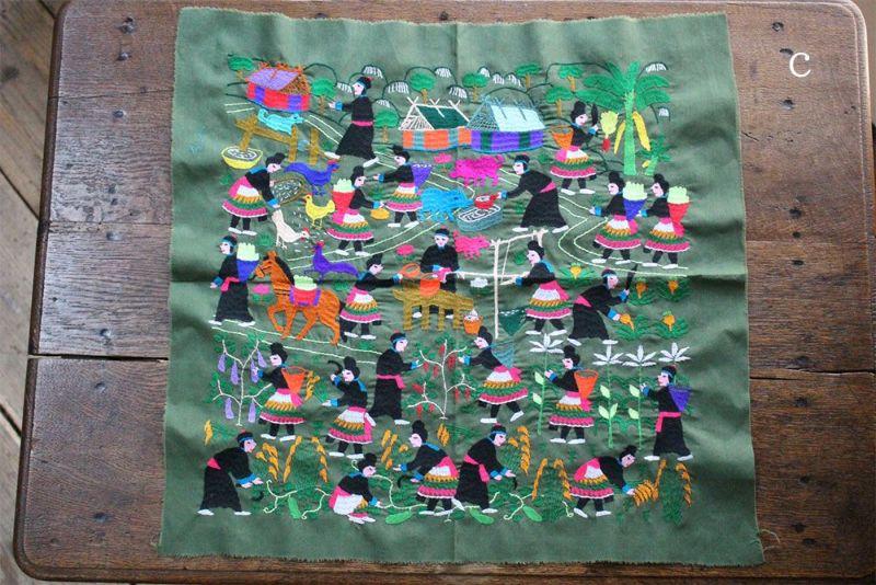 ラオスの民族衣装が描かれた布