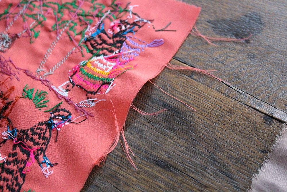 ラオス手刺繍クロス(森の動物・森の暮らし)50×50cm