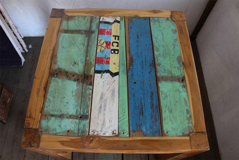 古材を使ったダイニングテーブル