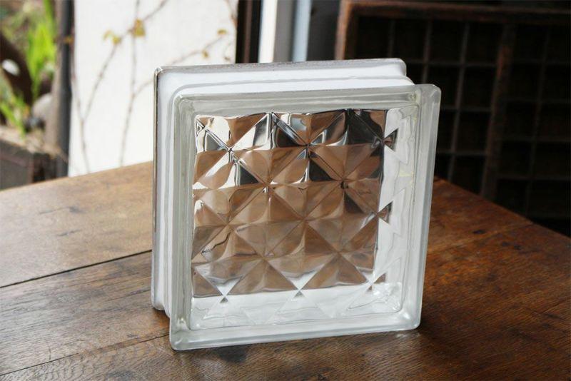 様々なデザインのガラスブロック