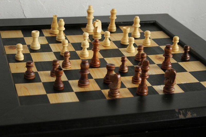 インテリアとしてもかわいいチェスボードテーブル