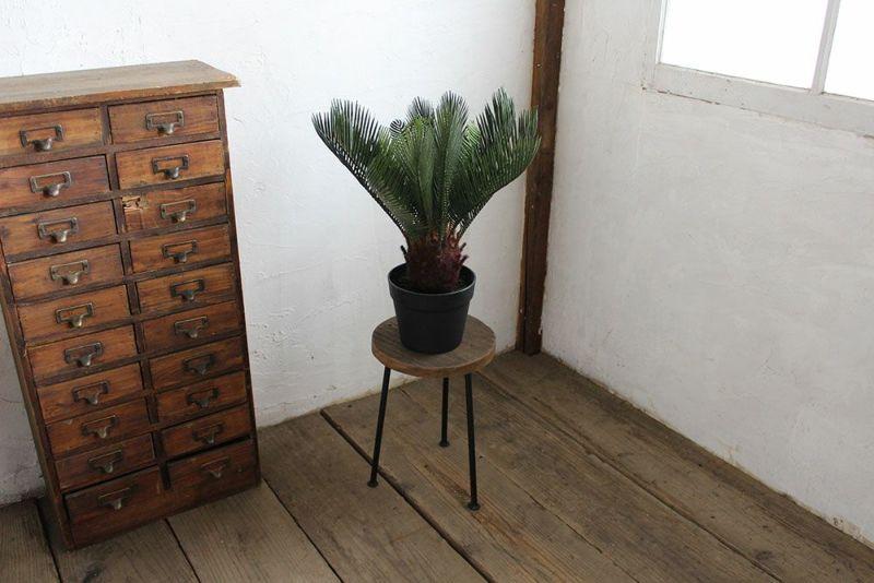 花台にも使える背の低いスツール