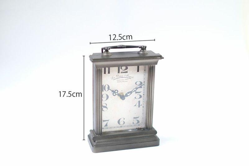 レトロデザインの置時計