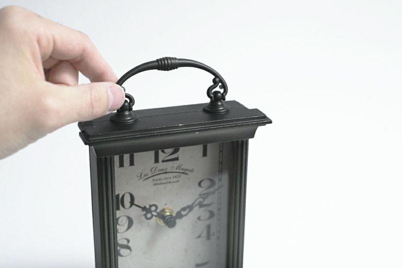 単三電池の置時計