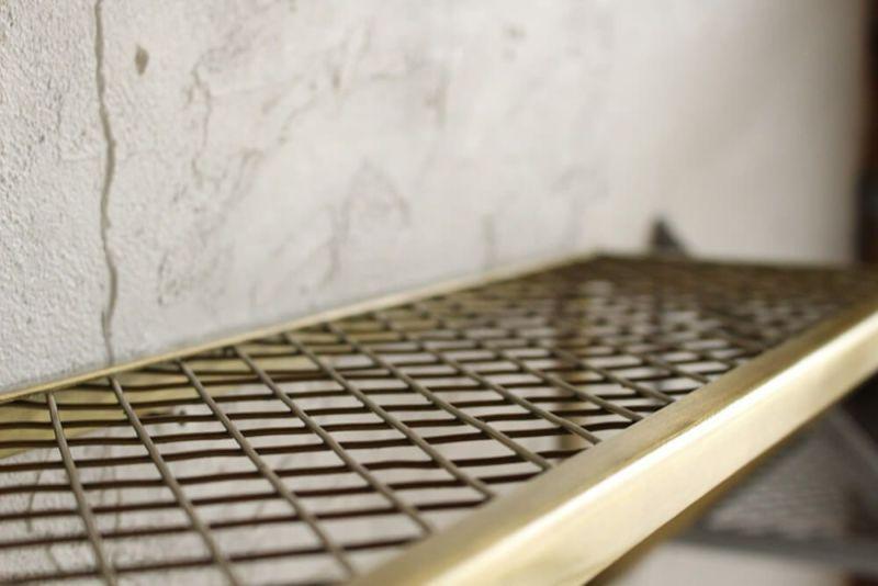 金網の天板は多少凸凹があります