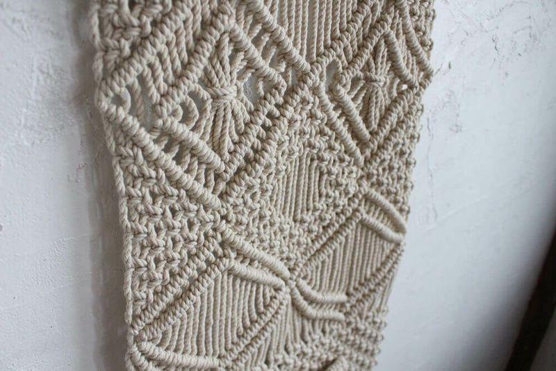 編み込みのパターンが素敵な壁面装飾