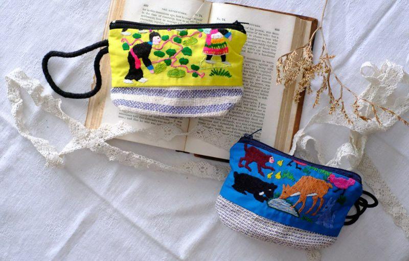 動物モチーフの小さなラオスモン族刺繍ポーチ