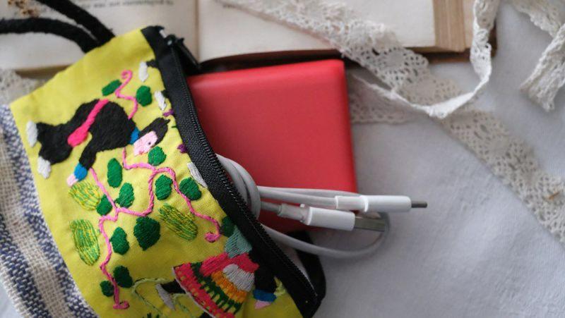 収納しやすいラオスモン族刺繍ポーチ