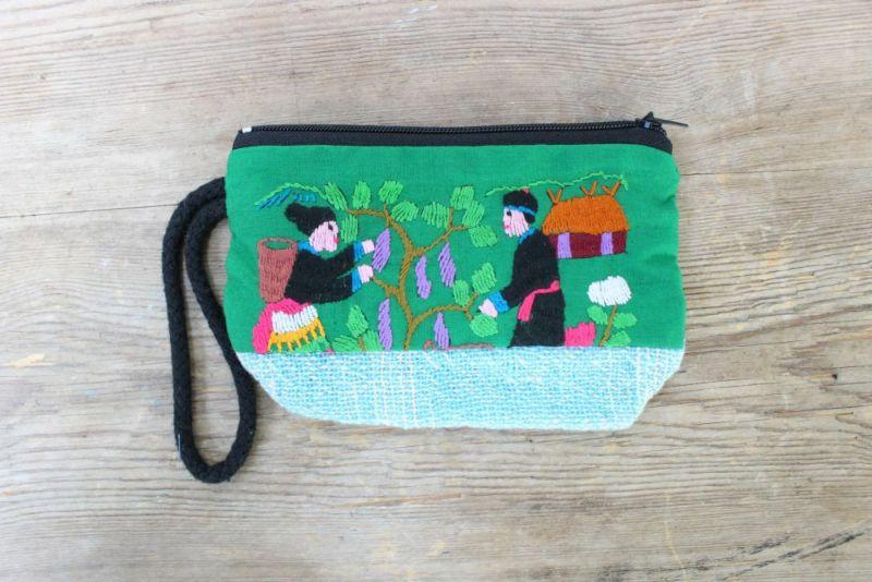 小さなラオスモン族刺繍ポーチ薄緑表