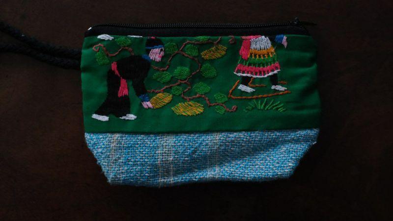 小さなラオスモン族刺繍ポーチ緑表