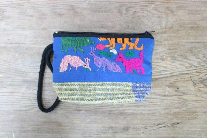 小さなラオスモン族刺繍ポーチ青動物表