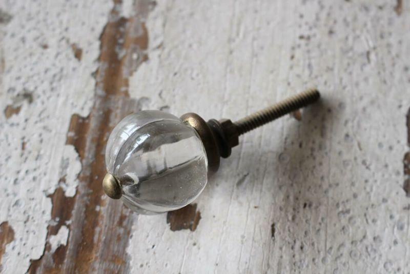 ガラス製のドロワーノブ