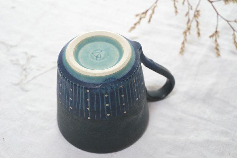 紺色のおしゃれなマグカップ