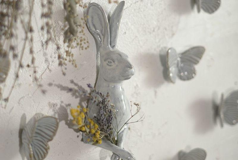 陶器のうさぎの壁面装飾