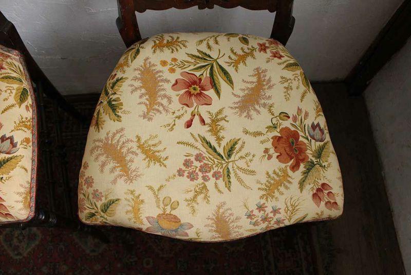 応接間で使われえていたアンティークの飾り椅子