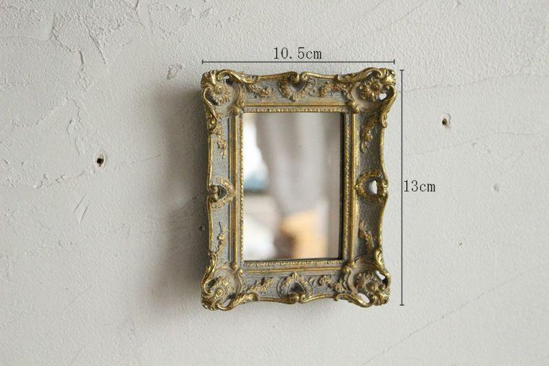 優雅な装飾の小さな壁掛けミラー