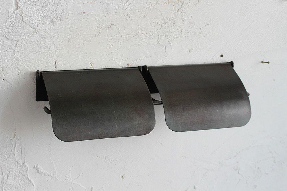 素朴な鉄のトイレットペーパーホルダーダブル